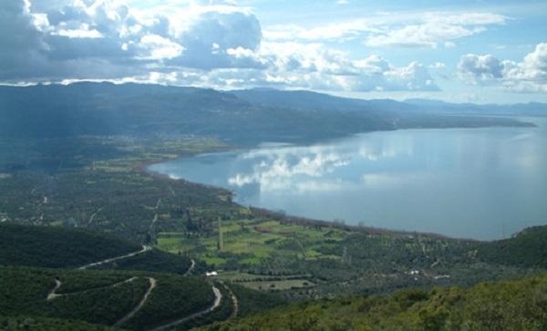 Λίμνη Τριχωνίδα - Θέα από διαδρομή προς Ανάληψη_510