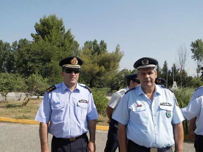 Ο διοικητής της Πυροσβεστικής Αγρινίου κ. Μπόκας (αριστερά) και ο Αστυνομικός Διευθυντής Ακαρνανίας κ. Ματσούκας (δεξιά)