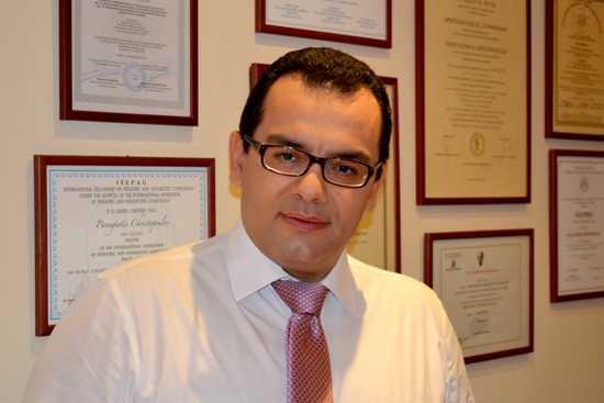 Ο κ.Παναγιώτης Χριστόπουλος MD, MSc, PhD, IFEPAG Μαιευτήρας Χειρουργός Γυναικολόγος Ειδικός Γυναικολόγος Παίδων - Εφήβων Διδάκτωρ Ιατρικής Σχολής Πανεπιστημίου Αθηνών