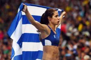 epa05501466 Ekaterini Stefanidi of Greece celebrates after winning the women's Pole Vault final of the Rio 2016 Olympic Games Athletics, Track and Field events at the Olympic Stadium in Rio de Janeiro, Brazil, 19 August 2016.  EPA/LUKAS COCH AUSTRALIA AND NEW ZEALAND OUT